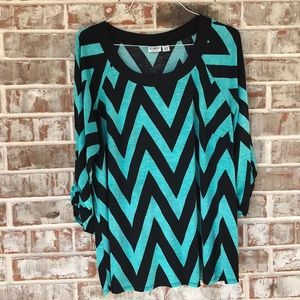 18/20 Cato Turquoise/Black Wavy Design Top